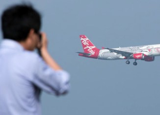 AirAsia X in moderate bourse debut