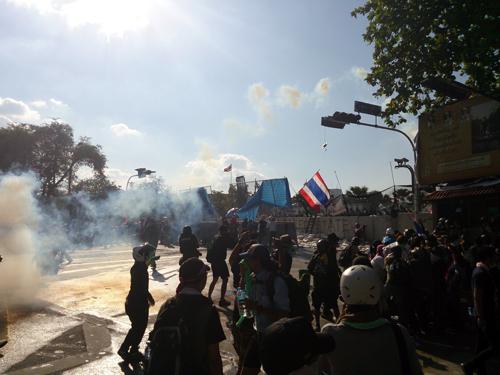 Bangkok-riots-Dec-2013_5_Arno Maierbrugger