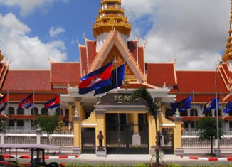 Bomb explodes in front of Cambodian parliament