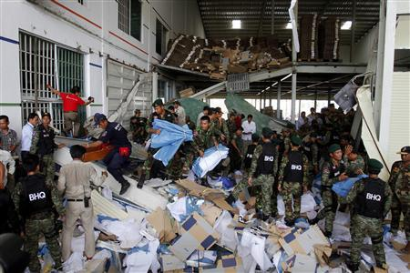 Shoe factory collapses in Cambodia (video)