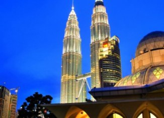 Malaysia to cut spending of officials