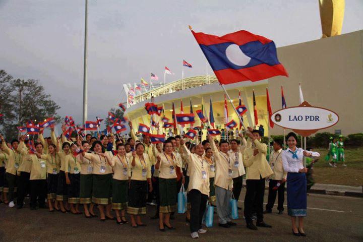 Laos places pioneer bond in Thailand