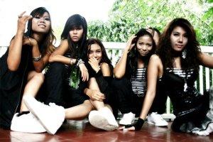 Me N Ma Girls_1