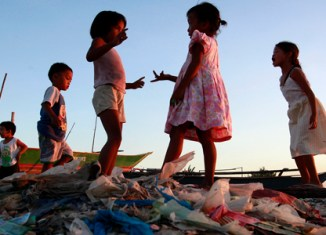 Philippines aims to cut poverty by half