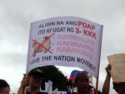 100,000 Filipinos march against 'pork barrel' system