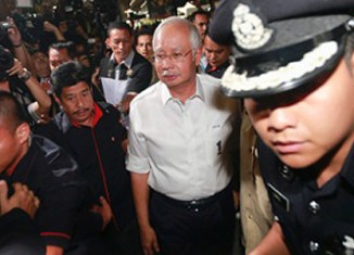 Malaysia PM says no trace of missing plane