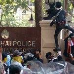 Photoblog: Thai protesters storm police headquarters