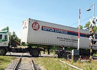 Thai rubber farmers block main highways