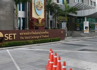 Thai protesters threaten to close stock exchange