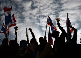 Bangkok protesters cripple key ministries