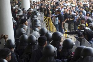 Thai police cordon