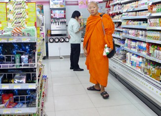 Bangkok retailers stock up for shutdown
