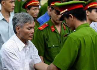 Vietnam sentences two corrupt bankers to death