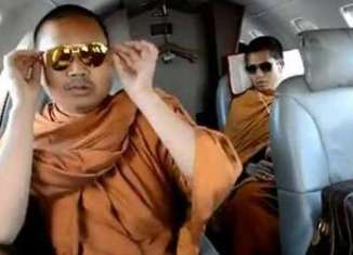 Thai 'bad monk' delays his surrender