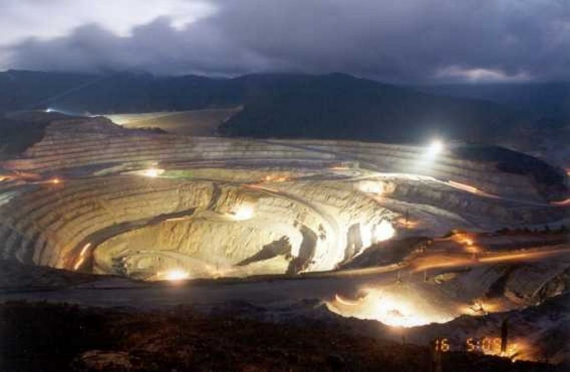 World's largest gold mine collapses again