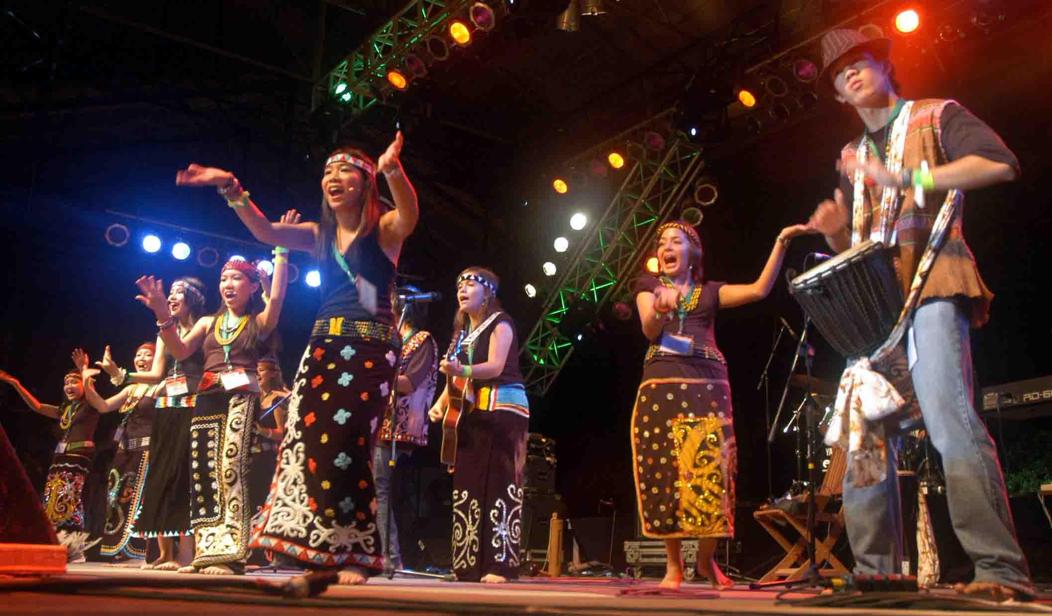 Sarawak: A world of music and crafts