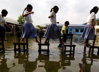 Half of Manila under water, airport shut down