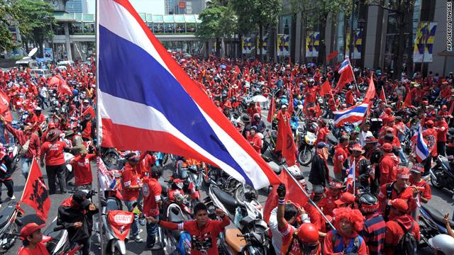 Bangkok malls fear riots, shut down