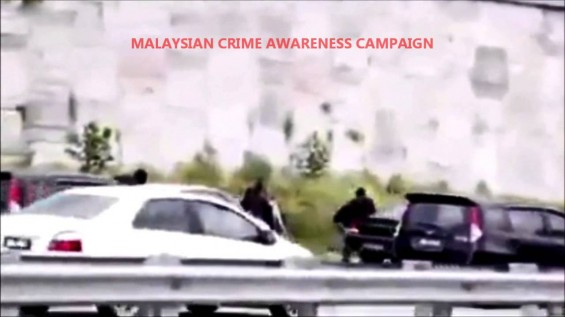 Video: Highway robbery in bright daylight in Malaysia