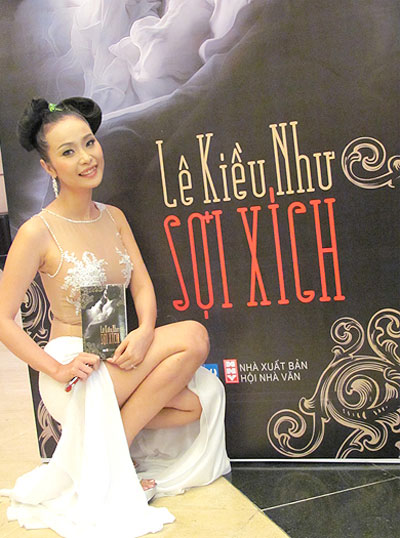 Apple sued by Vietnamese erotica writer