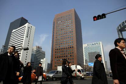 South Korea Hits Deutsche Bank With Trading Ban 2011 02 24 L