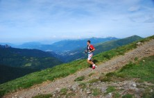 runner descending from gazzirola during lugano trail run