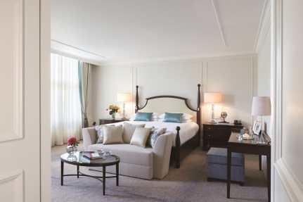 Brentano King Bed