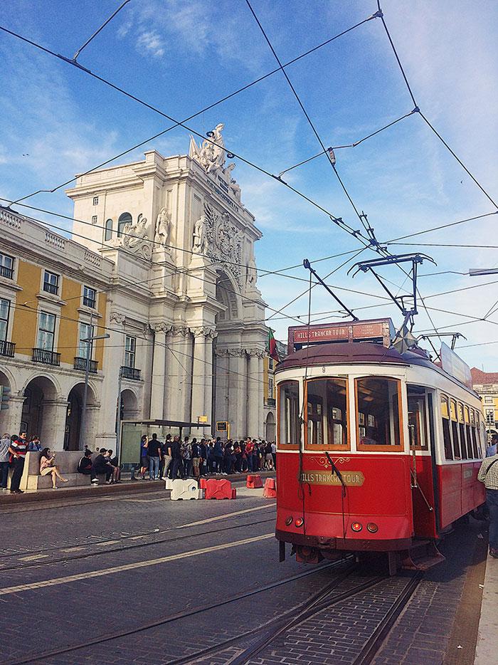 El tranvía rojo es una de las cosas Qué hacer en Lisboa