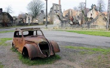Oradour coche abandonado