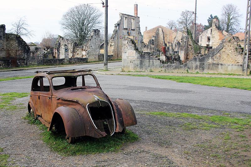 Coche incendiado en Oradour-sur-Glane