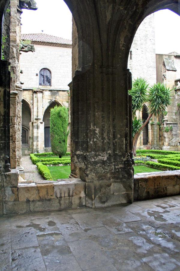 Claustro interior de la catedral de San Justo