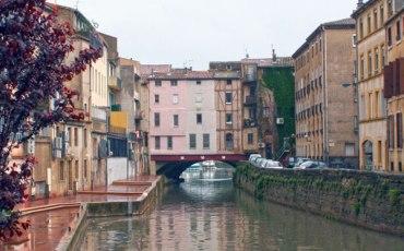 Canal de Robine con el puente de Mercaderes al fondo