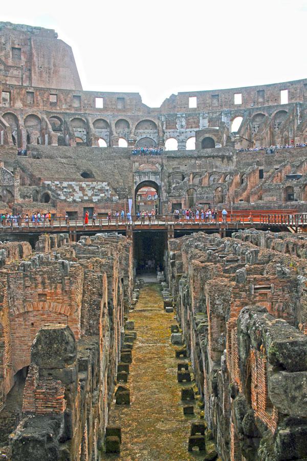 Bajo la Arena del Coliseo romano