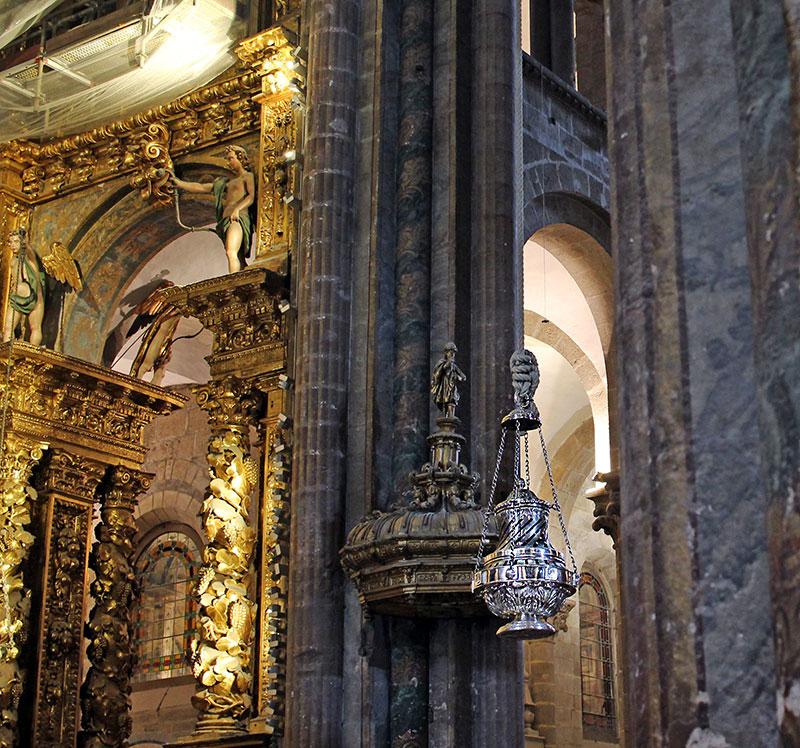El botafumeriro es una de las curiosidades de la Catedral de Santiago de Compostela