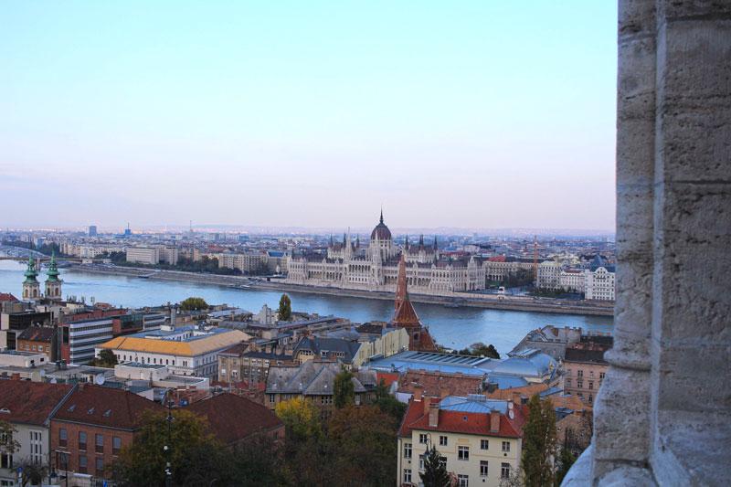 El Parlamento de Budapest desde Bastión de Pescadores.