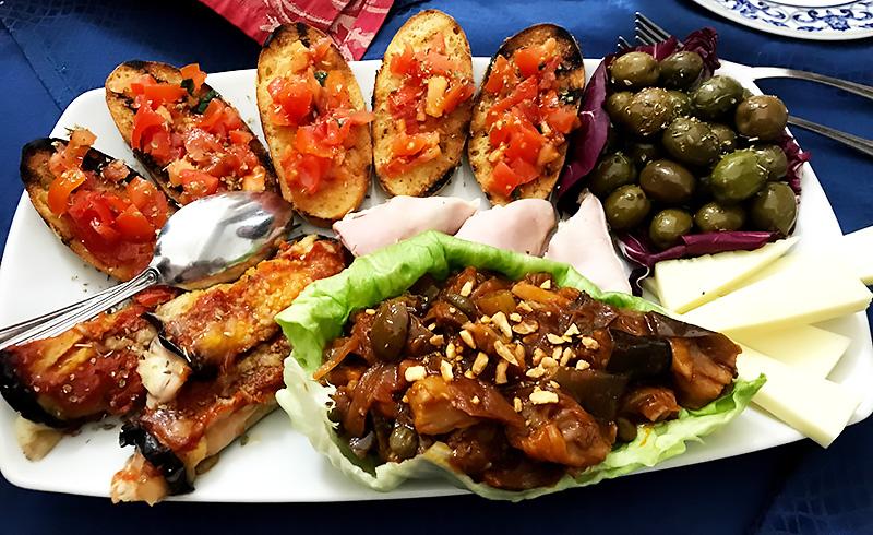 Surtido de antipasti, comer en Sicilia