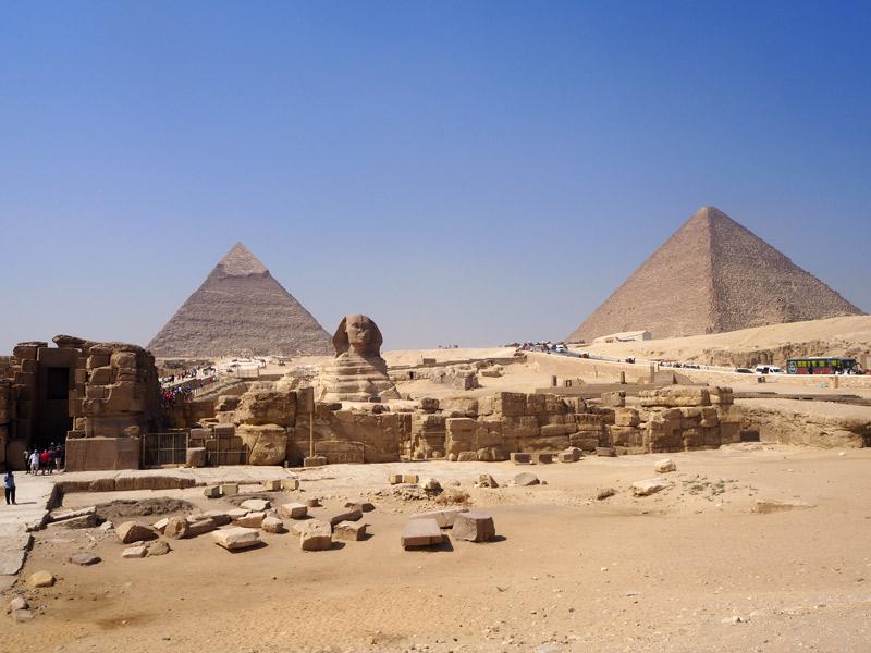 Pirámides de Giza y la Esfinge.