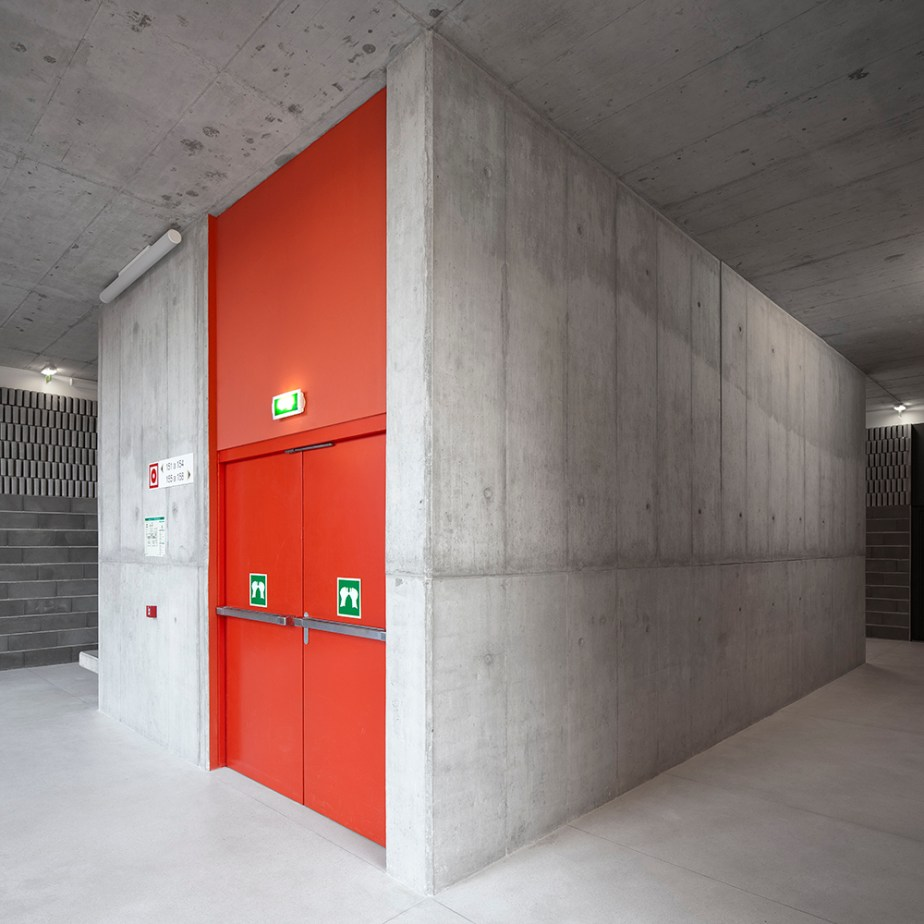 braamcamp-freire-school-cvdb-burnay-verissimo-lisboa-invisiblegentleman-©IG044206015