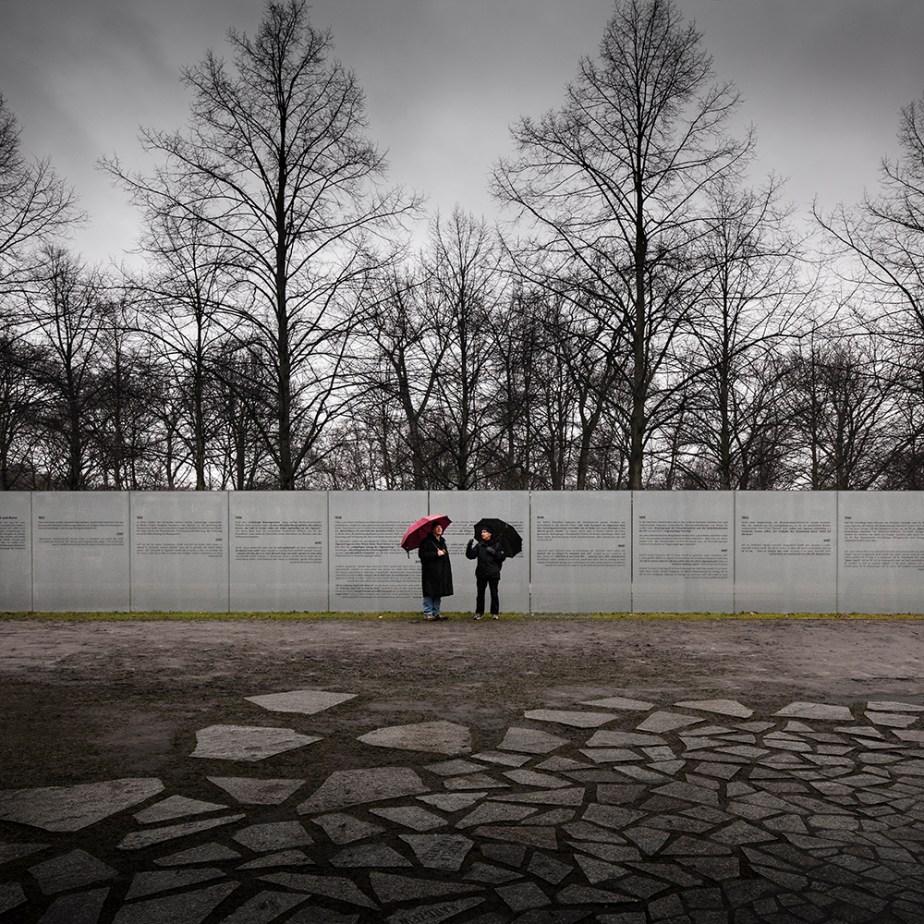 sinti-roma-memorial-dani-karavan-berlin-invisiblegentleman-©IG024001016