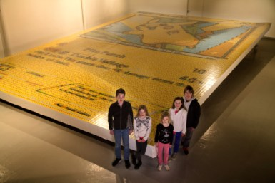 children_in_front_of_the_record_breaking_mosaic
