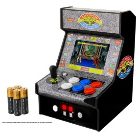 DGUNL-3283_Micro_Player_Street_Fighter_2_Batteries copy