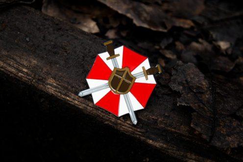 Pin-Badge-Set-Lifestyle-01