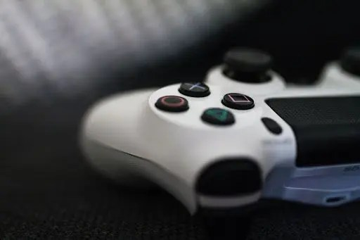 17 Year Old Gamer Earns 185% MORE Than The Average UK Salary