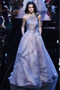 Armani Privé vestido volumen y gasa lila París ss16