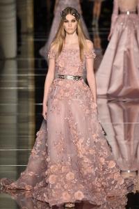 Vestido rosa flores Zuhair Murad desfile París SS16