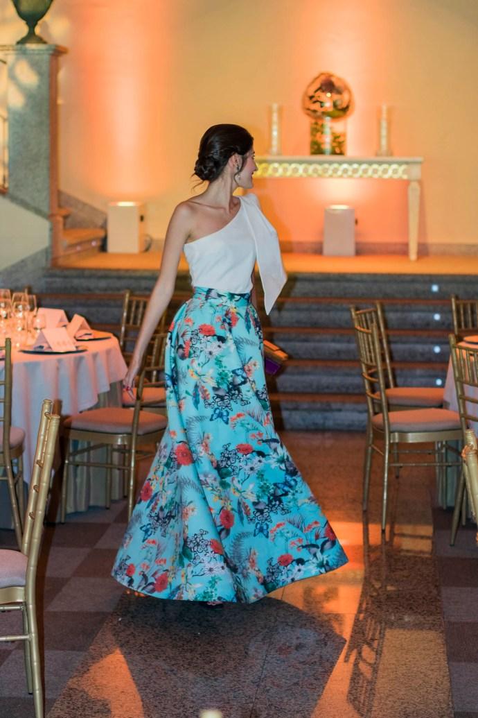 Invitada boda tarde noche falda estapada volumen Apparentia