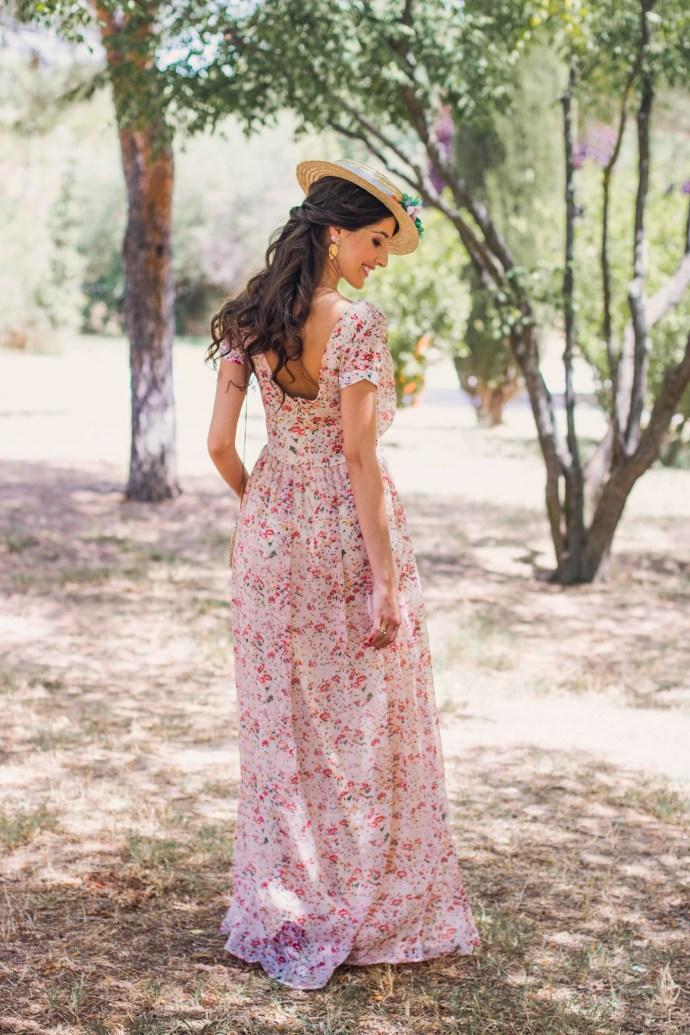 Invitada perfecta boda look vestido largo flores canotier Wild Pony