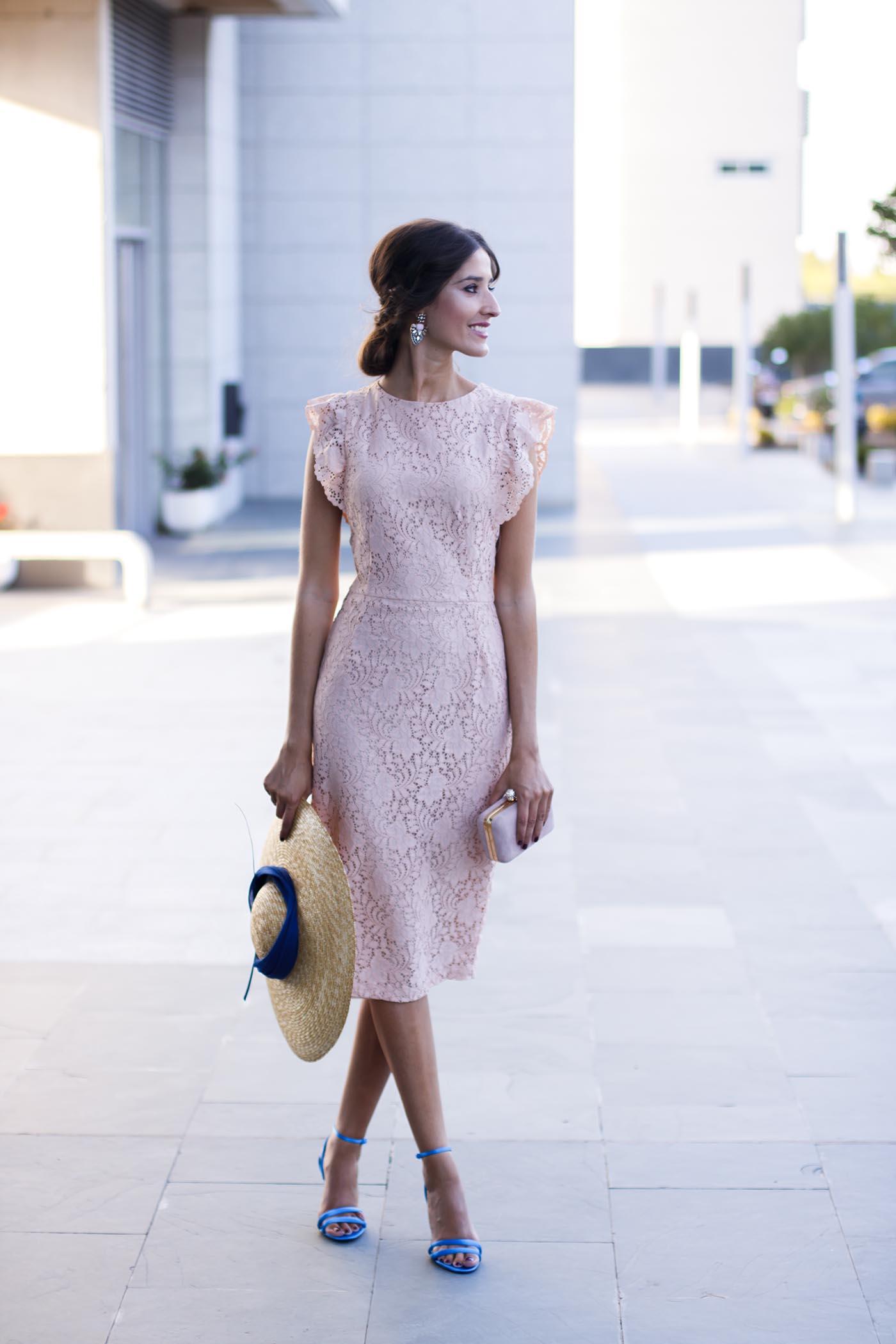 acf7713b0 Look invitada perfecta lowcost Zara con vestido de encaje rosa y ...