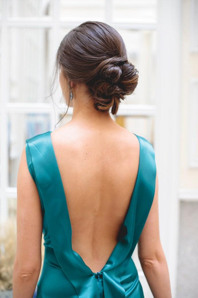 recogido bajo novia invitada boda peinado