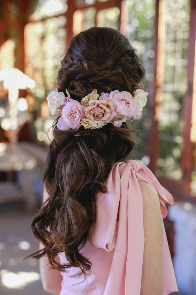 Tocado flores invitada novia
